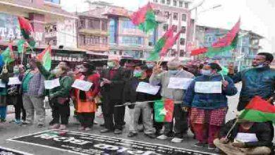 Photo of नेपाल के राजनीतिक संकट में कुछ लोगों का चल पड़ा है धंधा
