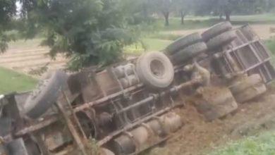 Photo of ट्रक की चपेट में एक कि मौत एक घायल