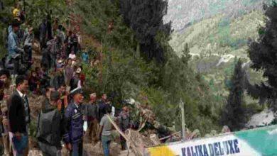 Photo of अनियंत्रित होकर सैकड़ों फीट गहरी खाई में जा गिरी बस, 32 की मौत से इलाके में कोहराम